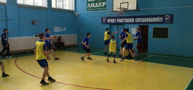 Первенство района по баскетболу среди девушек и юношей